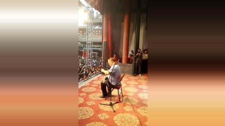 板胡大师陈百甫演奏, 台下观众人山人海