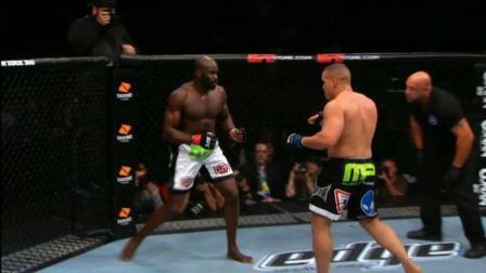 UFC25周年经典战: 孔戈 vs 巴里 始料未及的重量级反杀秀