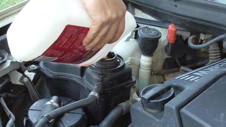 小雄更换宝马汽车防冻液, 看放出来的防冻液怎么像水一样?