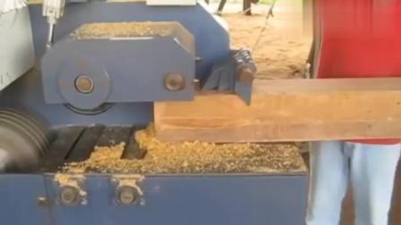 方木头进去, 变成木板出来, 这是什么机器啊?