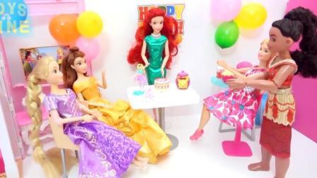 迪士尼爱丽儿公主开生日派对了! 漂亮裙子换装, 小姐妹们都来参加