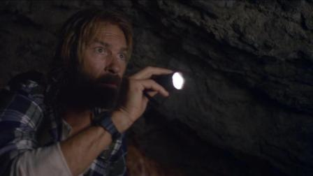 考古教授带着学生山洞冒险, 出来的时候, 却看到