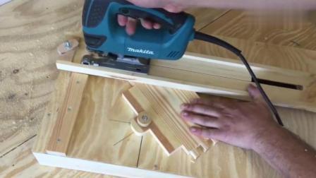 牛人巧妙的制作木质电锯工作台, 不申请专利可惜