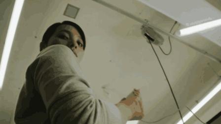 2分钟看完细思极恐的短片《手机里的男人》, 不要成为手机的奴隶