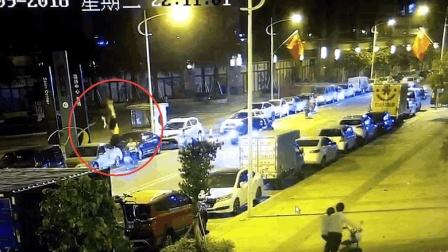 马路杀手, 逆行超车把人撞飞半空, 家人看到监控