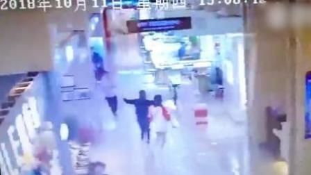 火龙果传媒 第一季 巴东县附近发生3.9级地震 商场人员惊慌逃离