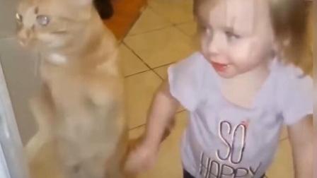 宠物给孩子带来了多少快乐, 他们互相模仿搞笑
