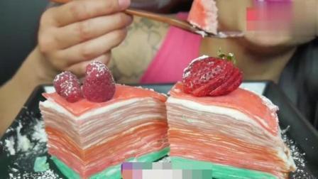 泰国吃播微笑姐, 吃草莓千层蛋糕, 这奶油层次看着就好吃