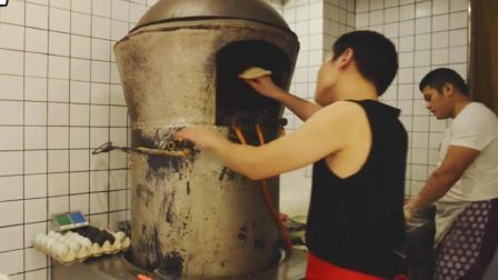 据说是西安必吃的烧饼夹菜, 三兄弟一卖就是25年, 能有多好吃啊?