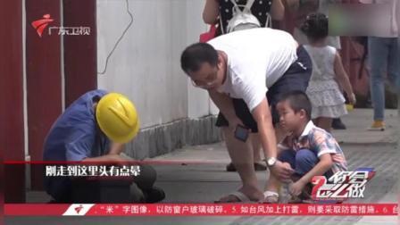 面对工人中暑倒地, 这位父亲, 你给孩子树立了最好的榜样!