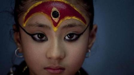 """奇葩! 尼泊尔""""活女神""""4岁当选, 与世隔绝10年, 被废后生活悲惨"""