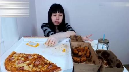 大胃王卡妹吃两份炸鸡和巨无霸披萨, 真是嘴大吃东西都快
