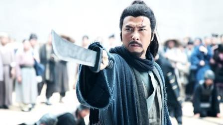 曹操请求关羽帮自己杀人, 一听名字, 关羽扔下筷子就冲了出去