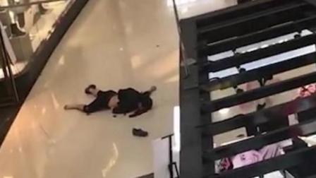 广州正佳广场内 一男子坠楼身亡