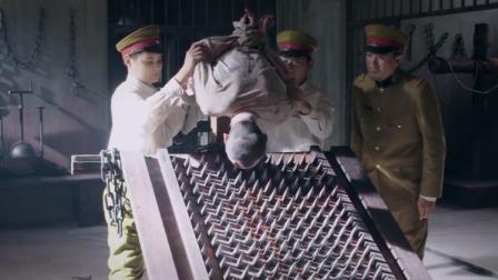 鬼子审问情报搬出老虎凳,想用刑罚让战士开口,太小看战士了