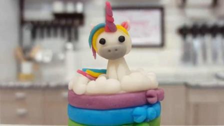 还有什么是甜品师做不出来的? 这么迷你的彩虹小马竟然是翻糖蛋糕
