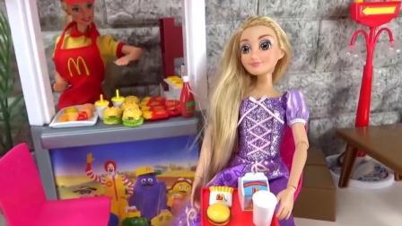 芭比公主: 大家都来吃冰淇淋和汉堡啦!