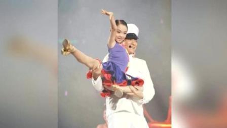 7岁就给刘德华伴过舞, 但如今18岁成人了, 长相却另父亲李连杰一言难尽!