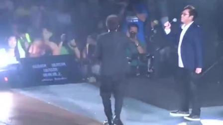 左麟右李演唱会唱到一半, 刘德华跑上台结果燃爆全场