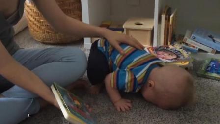 妈妈给小宝宝讲故事, 讲完关上书的这刻...婴儿的表情亮了, 宝宝的求知欲父母读懂多少?