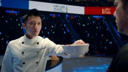 大厨做的美食跟艺术品一样,不料小伙子只做一碗面, 观众都懵了