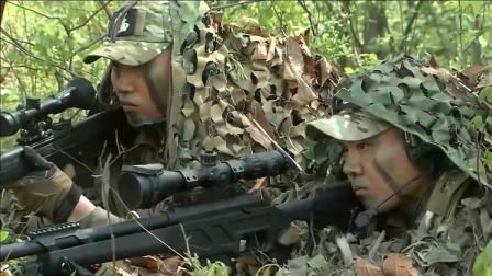 火凤凰:狙击手锁定目标,看这霸气侧漏的枪械,是满配AWM吗?