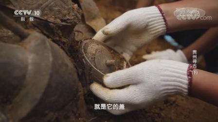 考古专家清理时表示这些文物提取轻触便会变形