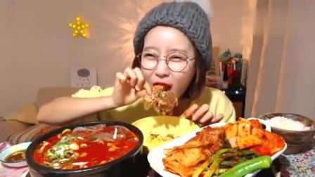 吃播大胃王小姐姐啃大骨头, 吃的真香