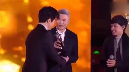 旦增尼玛荣获《中国好声音》冠军, 李健激动的脱下外套冲上台!