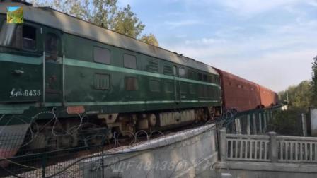 中铁上局东风DF48438牵引SQG型四底双层运输汽车专用车通过新徐段