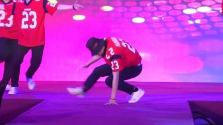 青春男团劲歌舞蹈表演