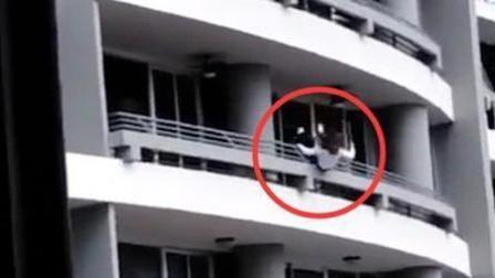 女子坐在阳台栏杆上自拍 从27楼摔下身亡