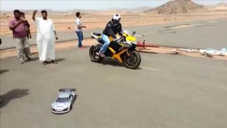 当骑士低头的那一刻, 摩托车居然输给了一辆遥控赛车!