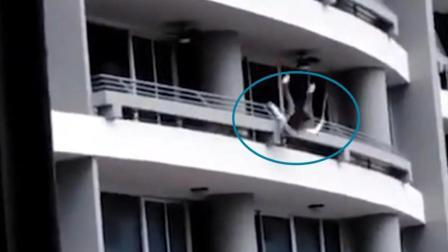 女子高楼倚阳台栏杆玩自拍 突然强风吹过失去平衡从27楼坠下身亡