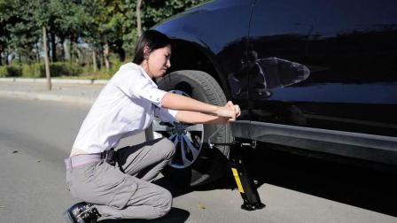 2分钟学会正确换备胎方法, 自己动手无需救援再也不怕车轮没气了
