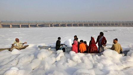 印度污染最严重的河流当地人直接用来做饭