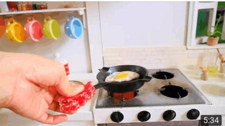 迷你食玩, 烹饪鸡蛋, 培根, 松脆的烤面包, 你想不想也尝一下!