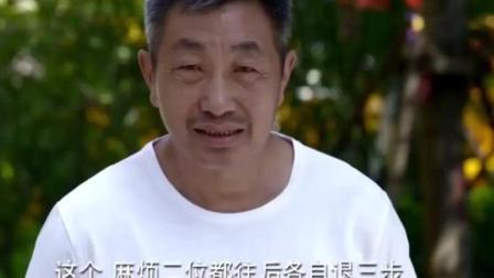 农村爷爷和上海孙子比玩水枪, 儿子来当裁判, 爷爷靠伪装完胜