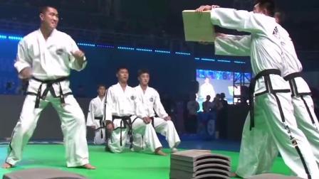 跆拳道世锦赛, 超级震撼的跆拳道表演, 隔着屏幕都感觉脚疼