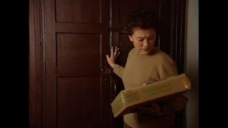 浮华背后:女关长收到一盒月饼,怎料打开一看,竟全是美金