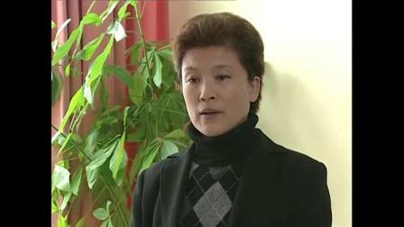 浮华背后:女关长主动向局自首,可惜法不容情,直接被拷上