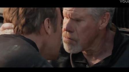 亲情大过天!双方,儿子对着年迈的父亲:你先走,我来断后!