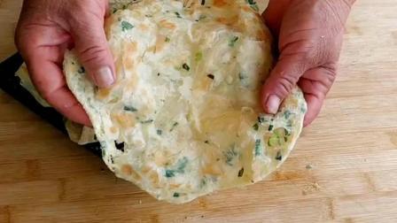 农村妈妈教你做香酥好吃的葱油饼, 不用烫面, 一分钟做好一张