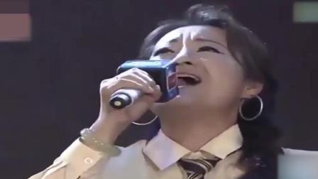 跟那英同出道的大姐, 台上演唱歌曲《昨夜星辰》, 开口胜原唱, 太有年代感了