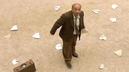 一部高分剧情片, 老师临走的时候, 楼上飞下纸飞机