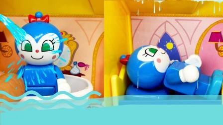 兜糖面包超人玩具 面包超人玩具小故事 蓝蜻蜓玩耍一天洗澡之后忘记关水家里全是水