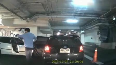 爸爸被人欺负, 妻儿冒死舍身相救, 泰国监控拍下相依为命98秒!