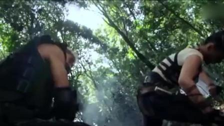 """雇佣兵的""""末日"""", 五个女汉子身手不凡, 丛林当中猎杀雇佣兵"""