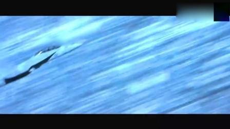被两枚导弹锁定追击, 用完美飞行技巧化解危机