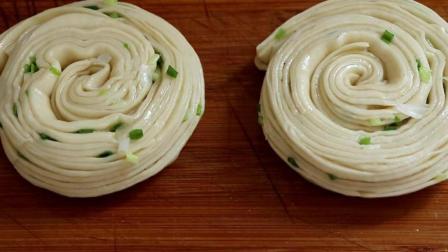 千层饼那么多层怎么做的? 教你一个面食做法, 轻松做出千层饼